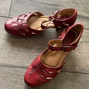 EARTH red sandal pumps Italian Leather size10